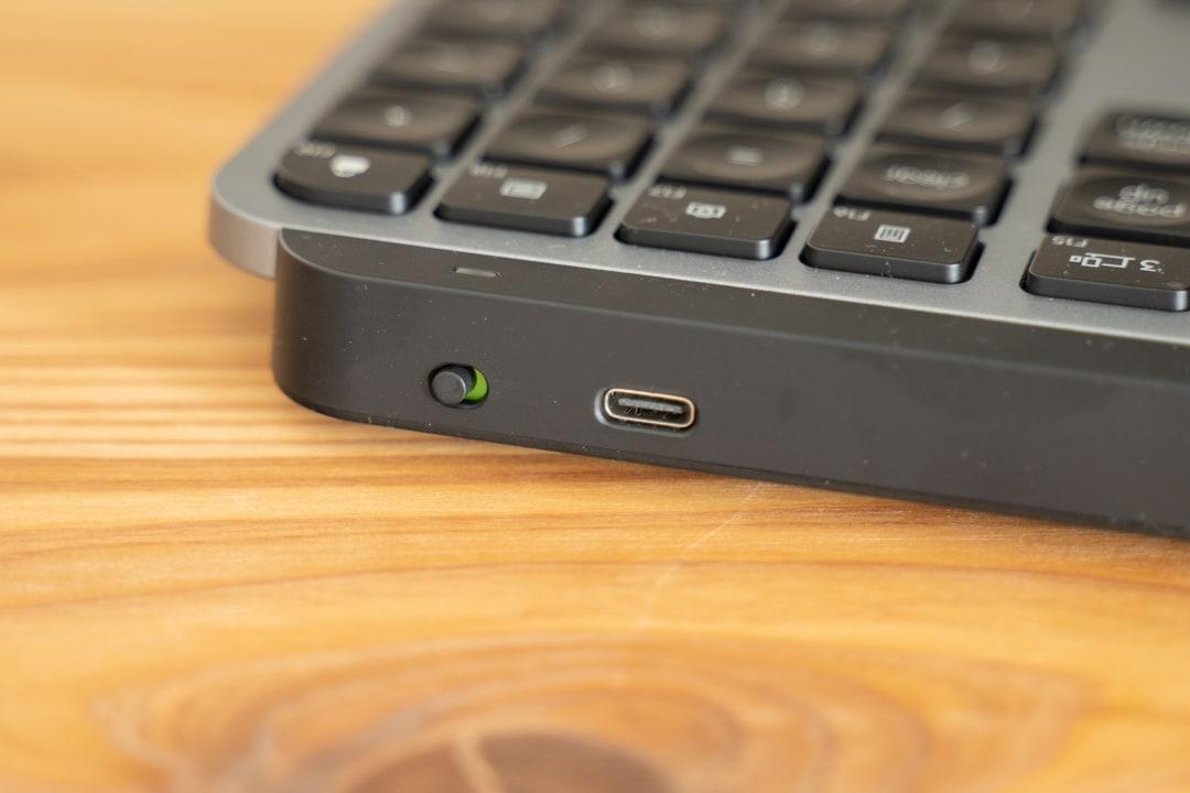 MX KEYS for Mac (KX800M)の電源をオンする