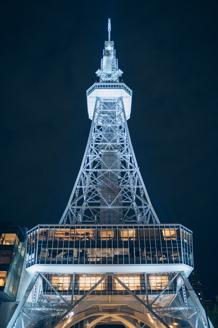 真下から眺めた名古屋テレビ塔