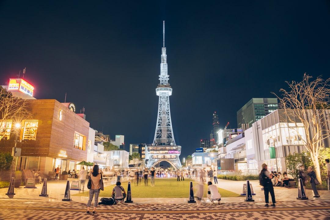 ライトアップされた名古屋テレビ塔の写真