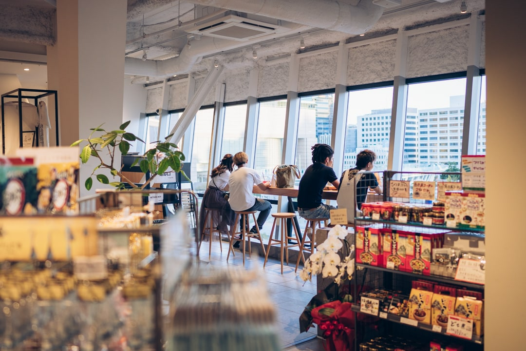名古屋テレビ塔のお土産売り場・カフェの様子