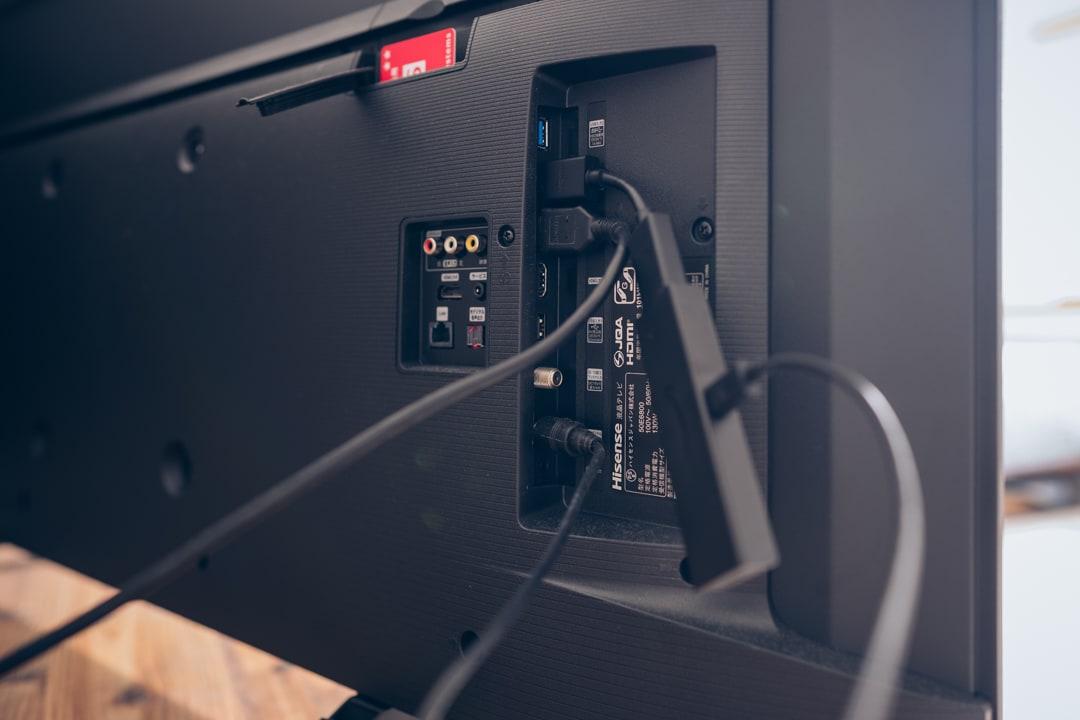 Fire TV Stic 4Kに延長コードを接続している様子