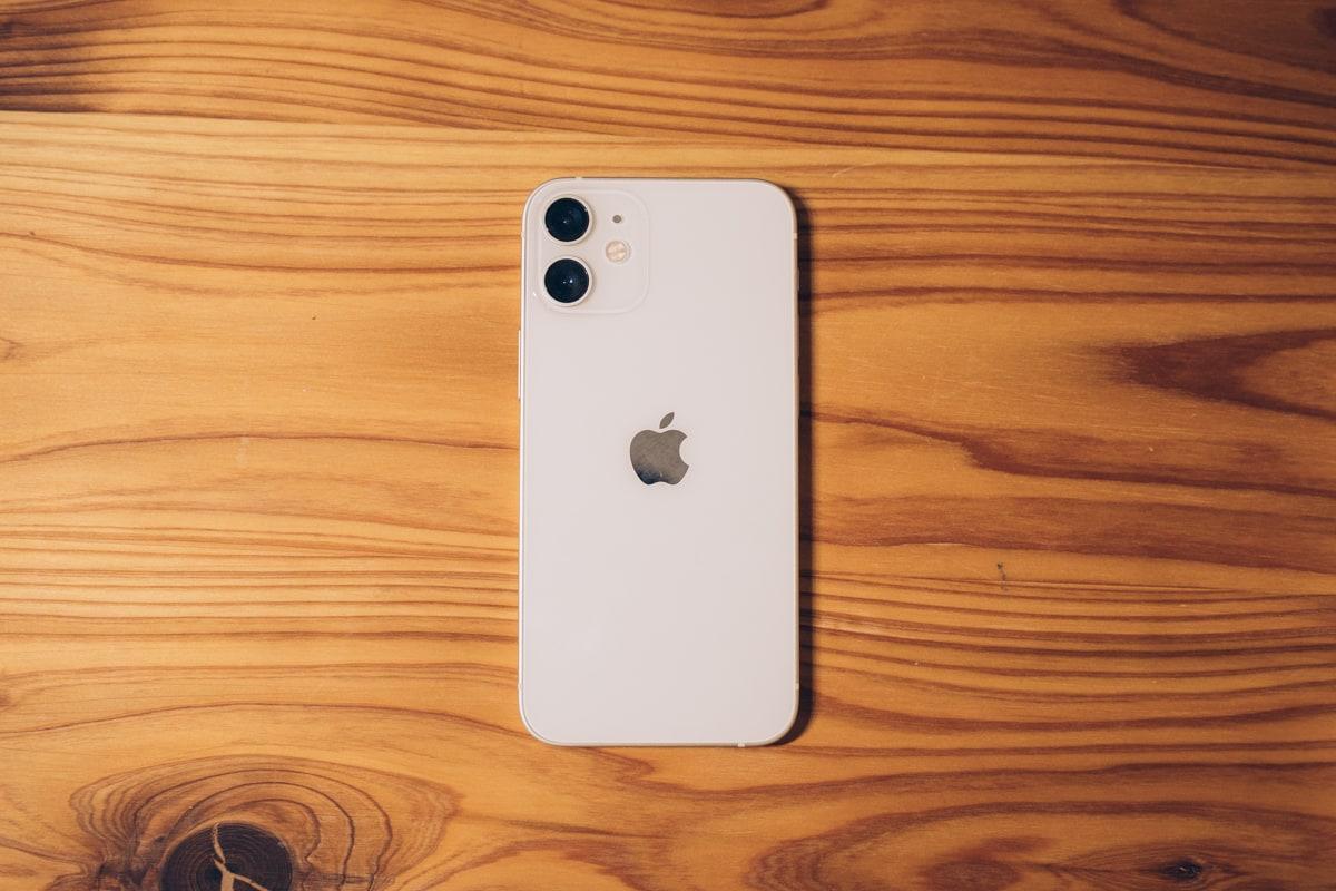 ホワイトカラーのiPhone12 mini