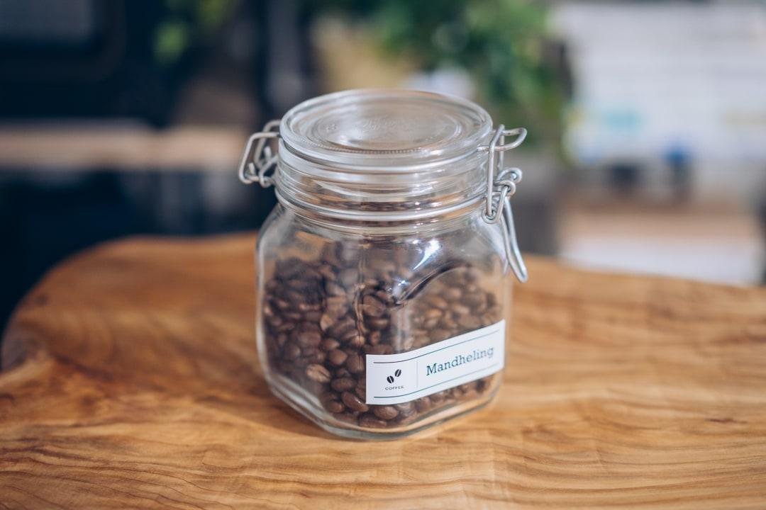 テプラ PRO SR-MK1でプリントしたラベルをコーヒー瓶に装着