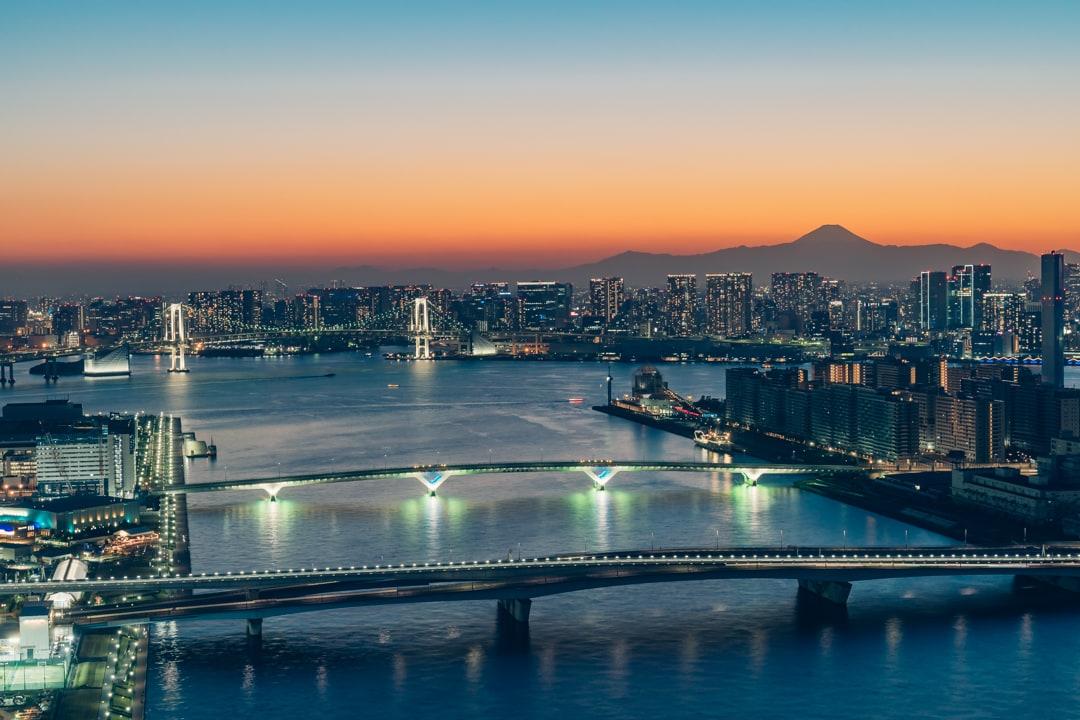 三井ガーデンホテル豊洲ベイサイドクロスから撮影した富士山とレインボーブリッジ