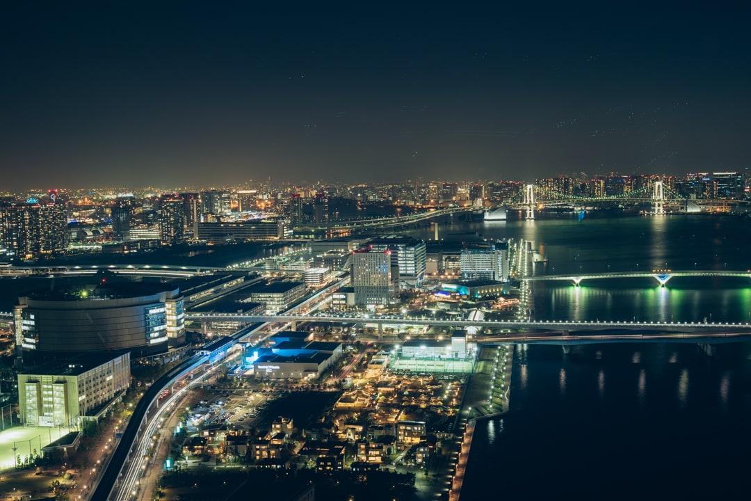 三井ガーデンホテル豊洲ベイサイドクロスから撮影した晴海エリアの夜景