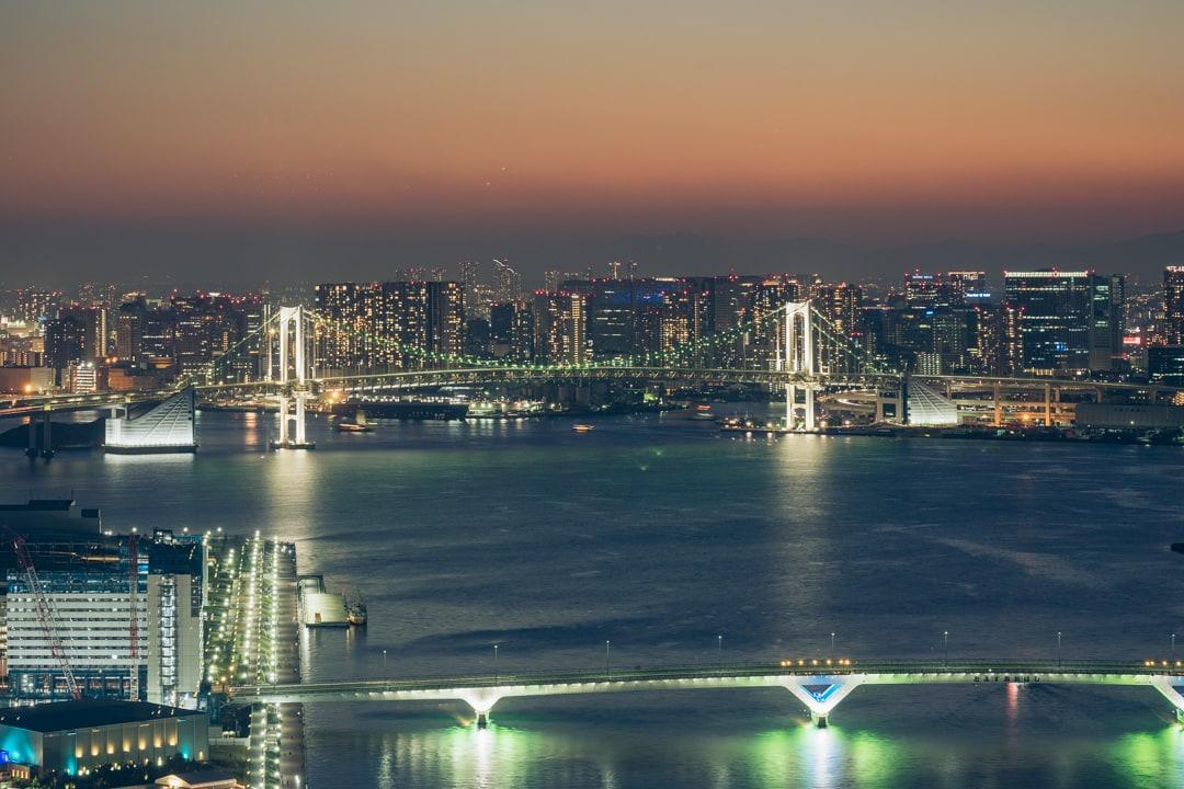 三井ガーデンホテル豊洲ベイサイドクロスから撮影したレインボーブリッジ
