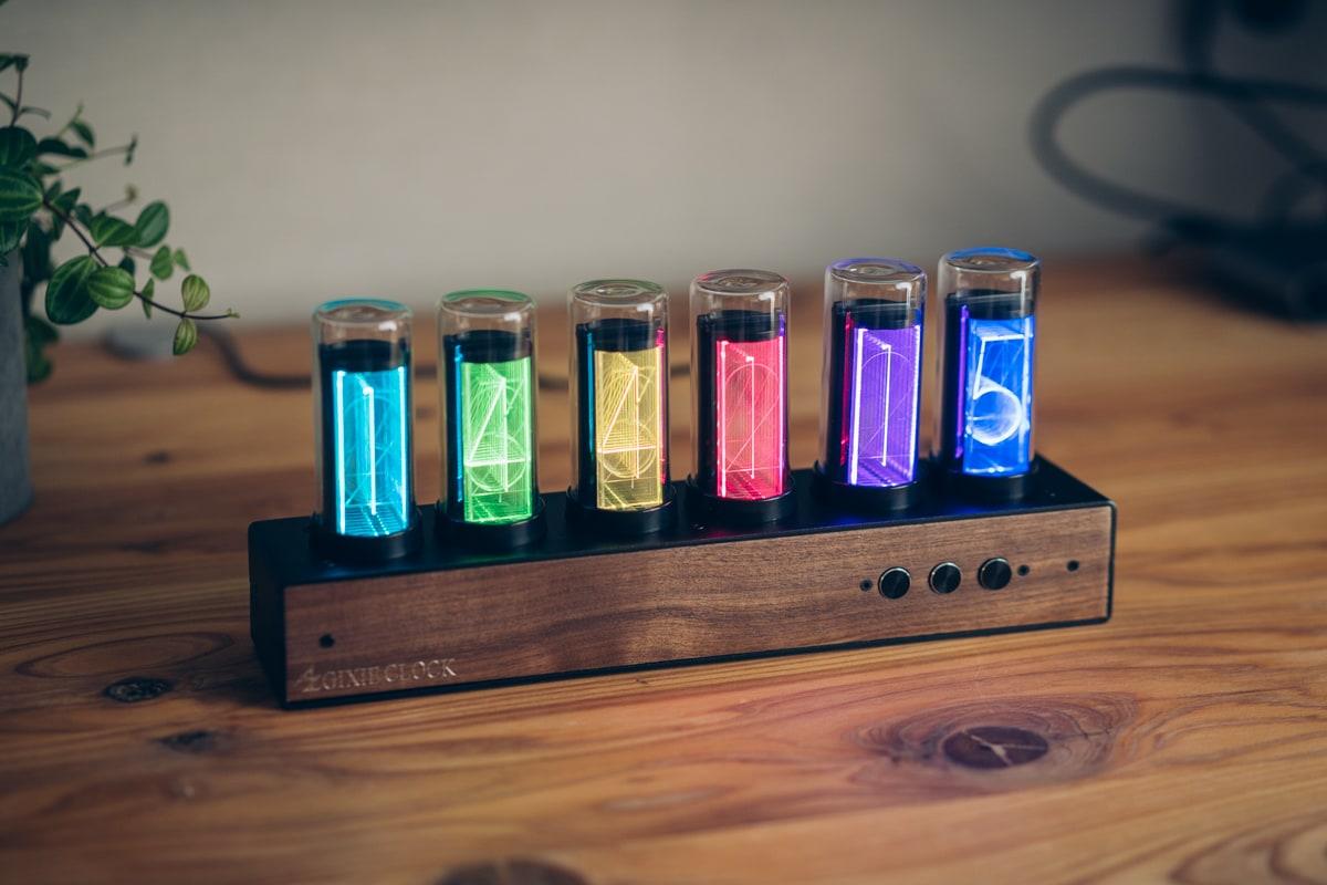 虹色に光るgixie clock