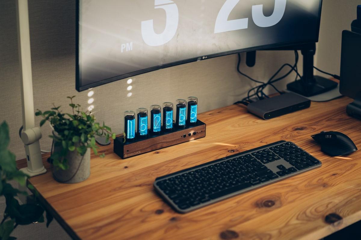 Gixie Clockとパソコンデスク