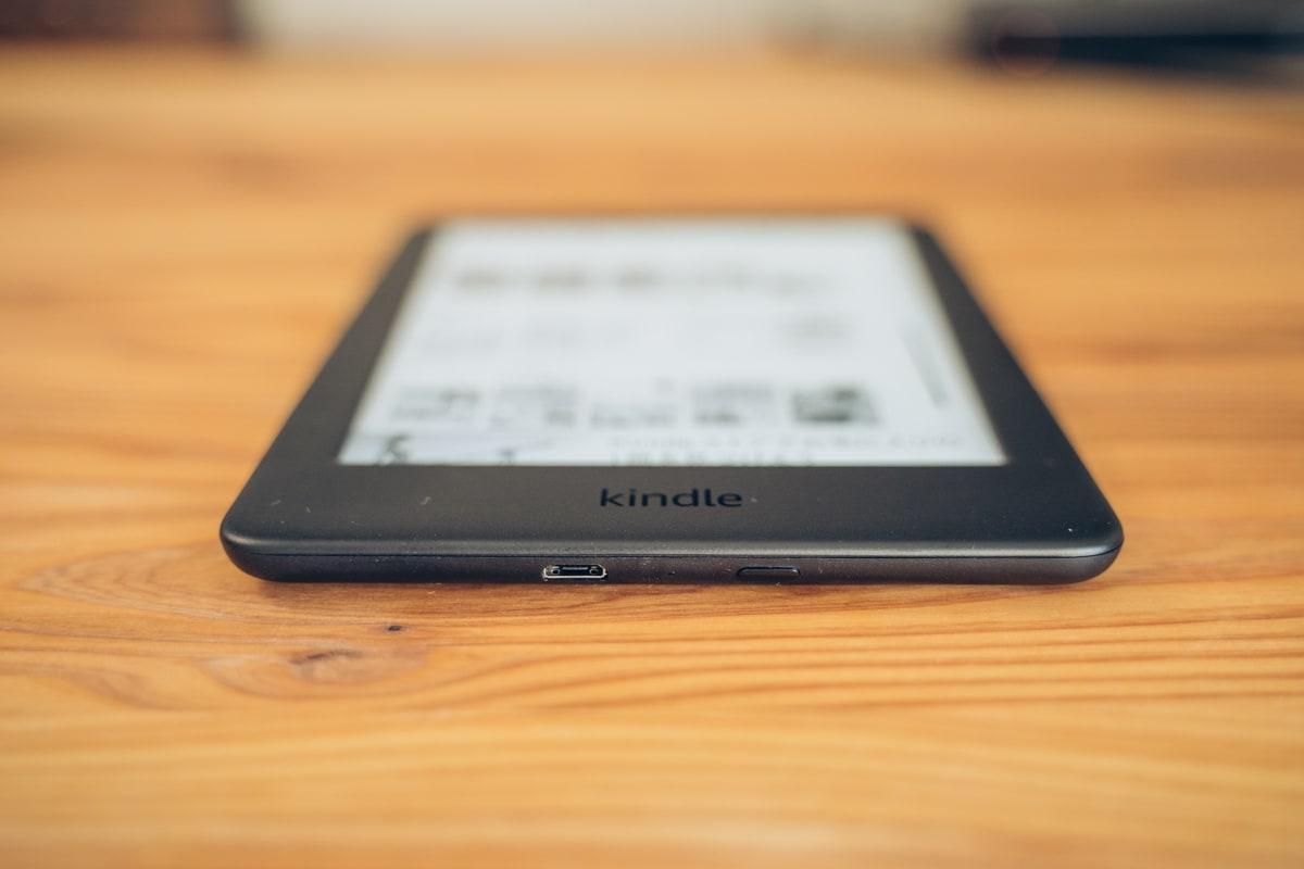 Kindle(無印・10世代)の充電用ポート