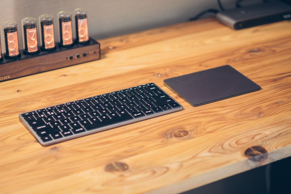 Magic Trackpad 2(スペースグレー)とSatechiのキーボード
