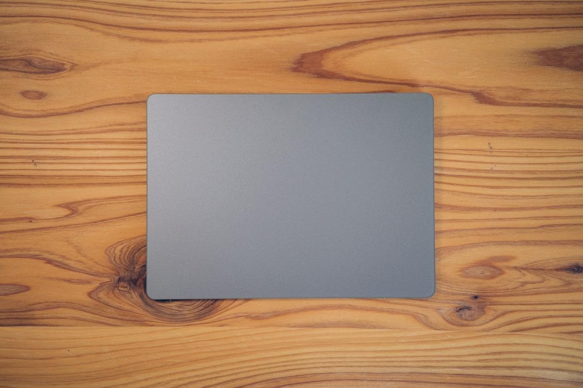 Magic Trackpad 2を正面から撮った写真