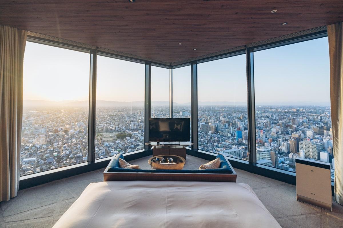 名古屋プリンスホテルスカイタワーの客室(コーナーキングルーム)の写真